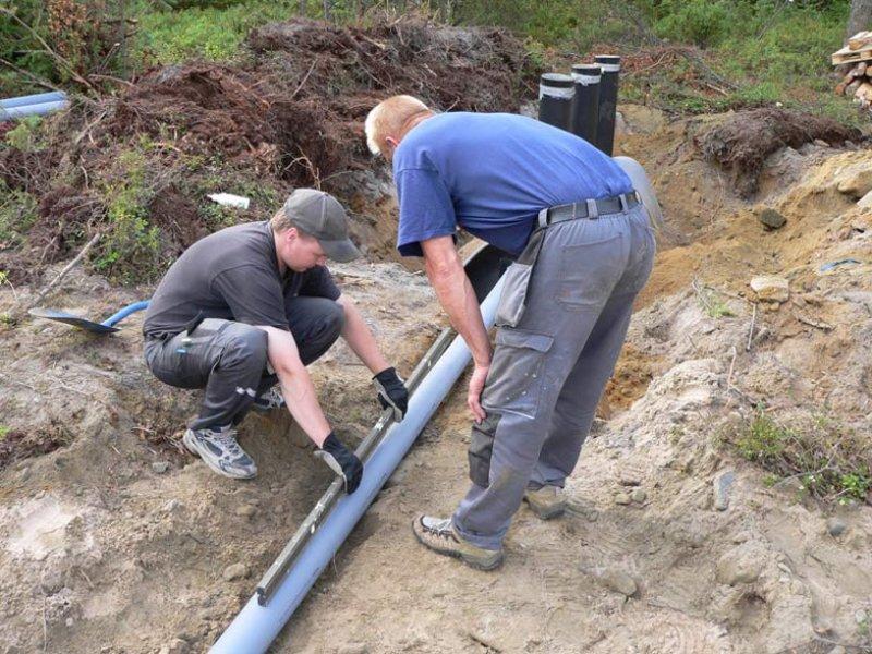 Прокладка канализационной трубы в частном доме