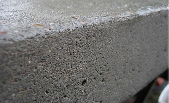 Когда нет возможности проложить асфальтовую дорогу и интенсивность машинопотока позволяет, отличным решением является проложение щебёночных или гравийных дорог
